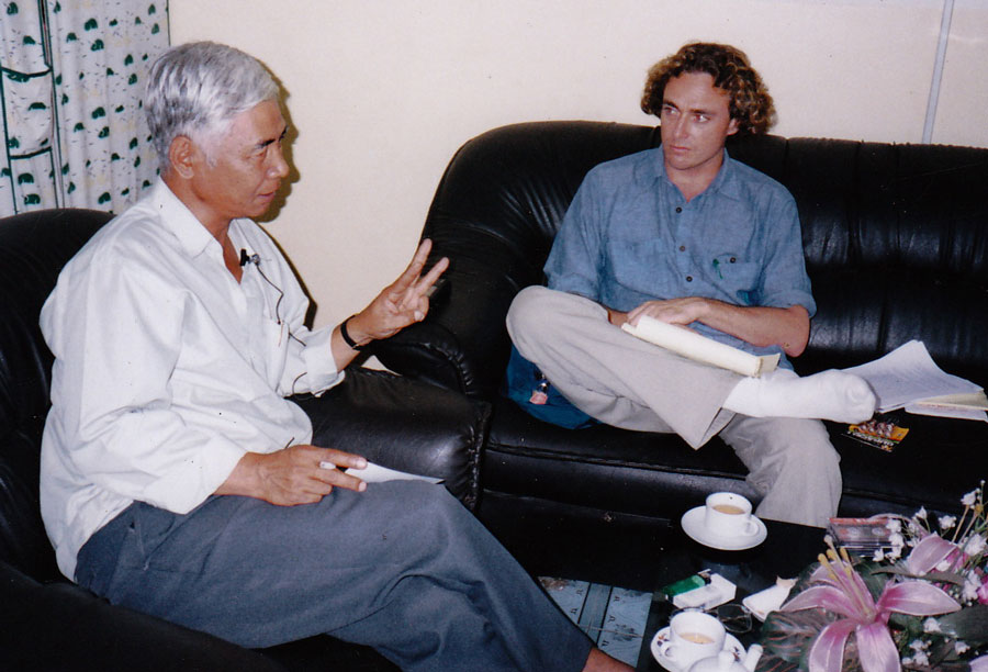 Peter Maguire with Tuol Sleng Prison survivor Van Nath, 1997